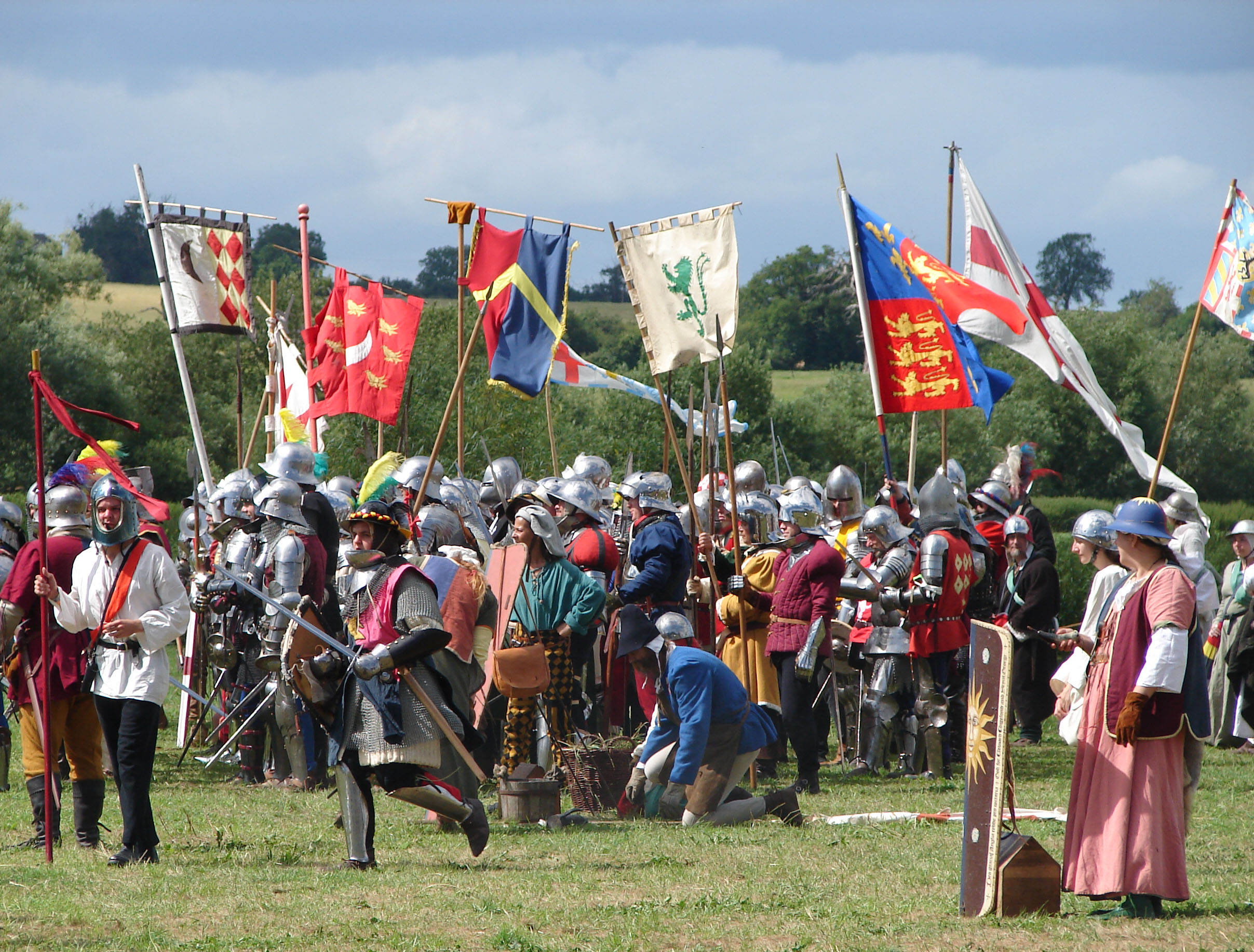 Battle_of_Tewkesbury_reenactment_-_pre-clash_preparation.jpg
