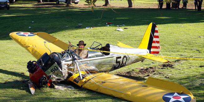 the-best-funny-pictures-of-harrison-ford-photoshop-battle-plane-crash.jpg