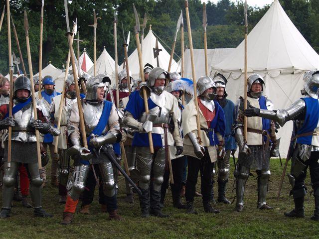 Tewkesbury_Medieval_Festival_2008_-_Pikemen.jpg